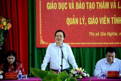 Bộ trưởng Phùng Xuân Nhạ gặp gỡ cán bộ quản lý, giáo viên tỉnh Đắk Nông